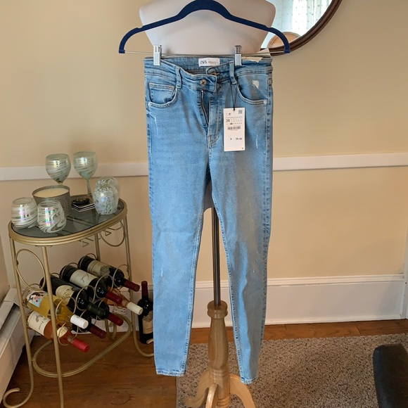 NWT Zara Size 4 Distressed Hi-Rise Skinny Ankle